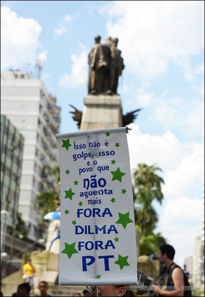 Movimento pró impeachment de Dilma Roussef na cidade de Santos/SP