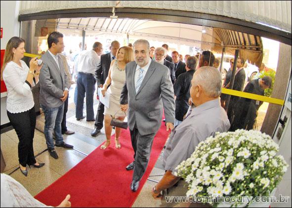 Prefeito Valdomiro Lopes e vereadores eleitos tomam posse na Câmara Municipal de Rio Preto