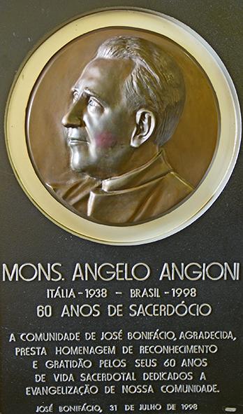 Os restos mortais de Monsenhor Angelo Angioni