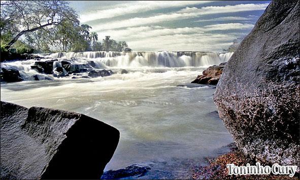 O rio Turvo em seu trecho conhecido como 'Talhadão'. 1985. (Foto: Toninho Cury)