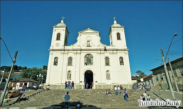 Igreja de São Luiz de Tolosa que desmoronou após enchente em Janeiro de 2010. (Foto: Toninho Cury)