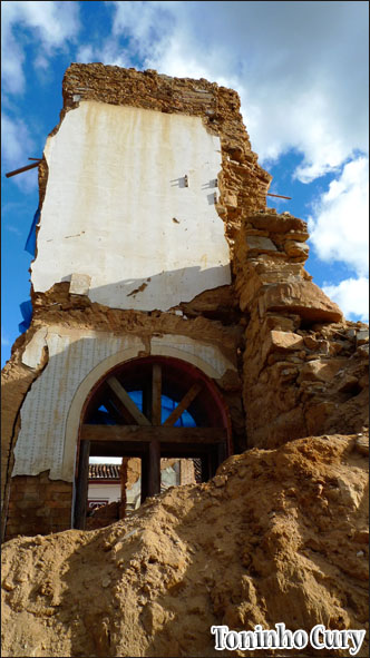 As ruínas após a enchente. (Foto: Toninho Cury)